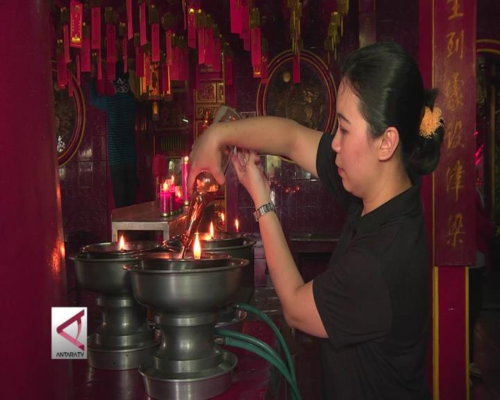 Warga Tiong Hoa Memaknai Tahun Ayam Api