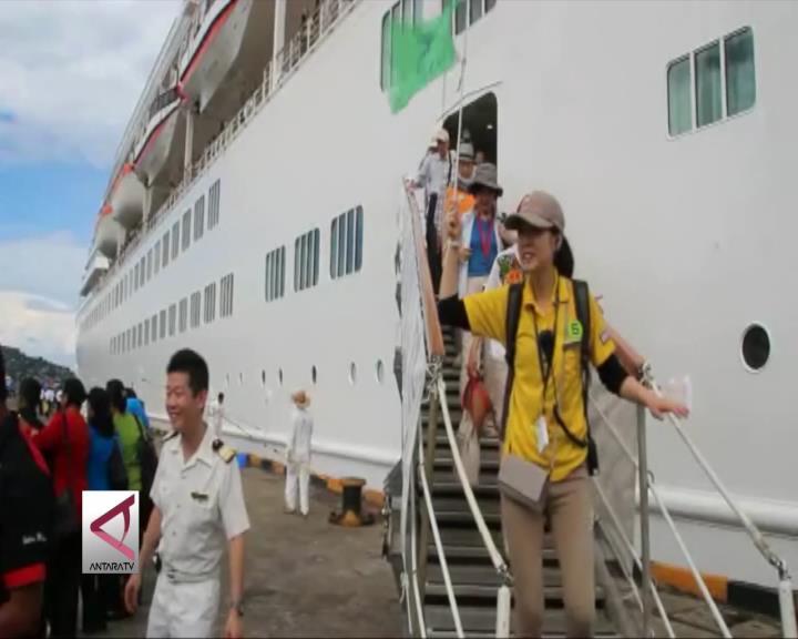 Turis Kapal Pesiar Kunjungi Lokasi Wisata