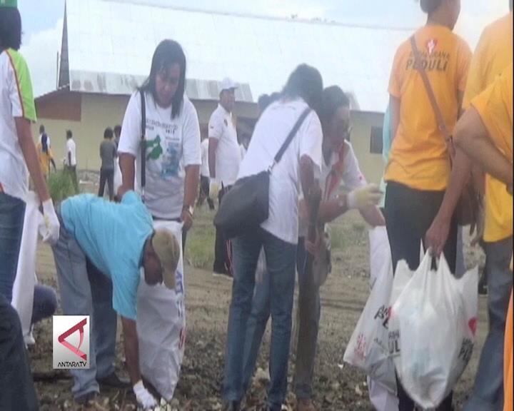 Aksi Bersih Pantai Kota Ambon Sambut HPN