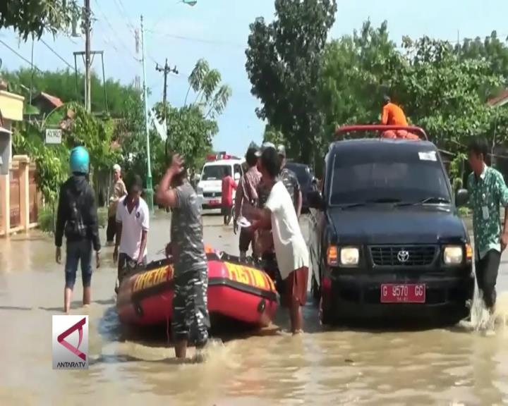 Banjir Kian Tinggi, Ribuan Warga Brebes Dievakuasi