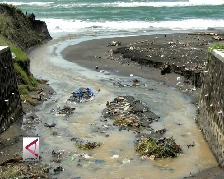 Banjir, Pantai Wisata Yogyakarta Dipenuhi Sampah