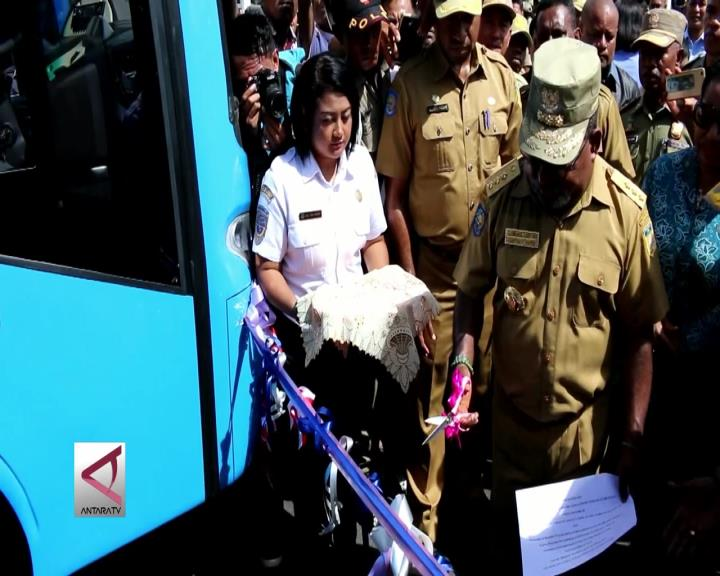Dishub Papua Serahkan Puluhan Bus Untuk Pelayanan Publik