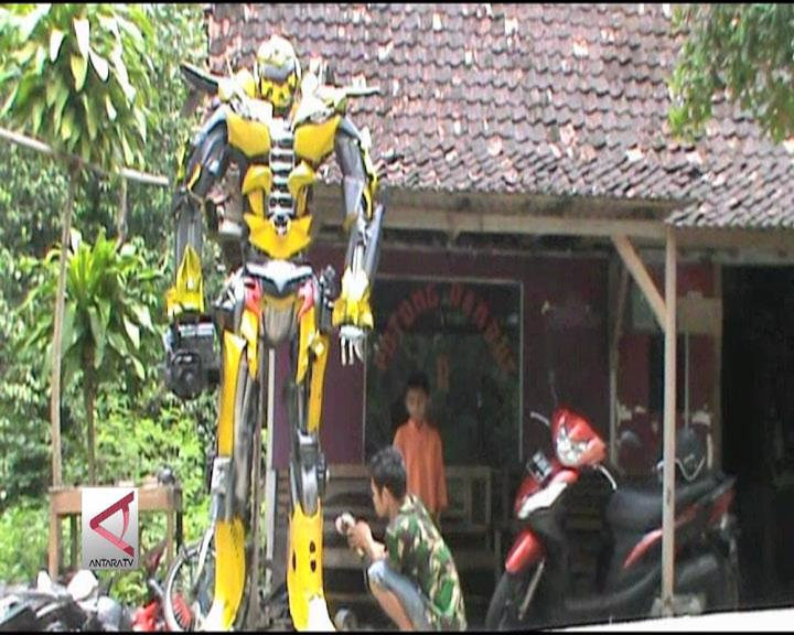 Menyulap Suku Cadang Motor Menjadi Robot Transformers