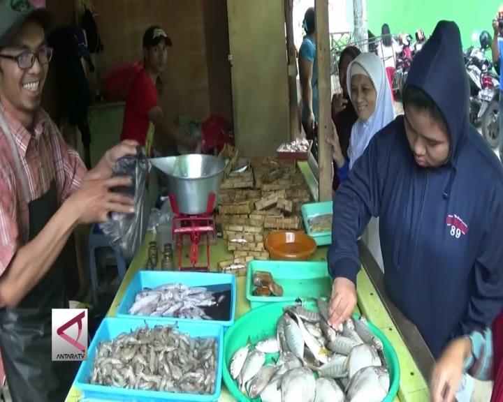 Ratusan Pedagang Rakyat Kembali Berdagang