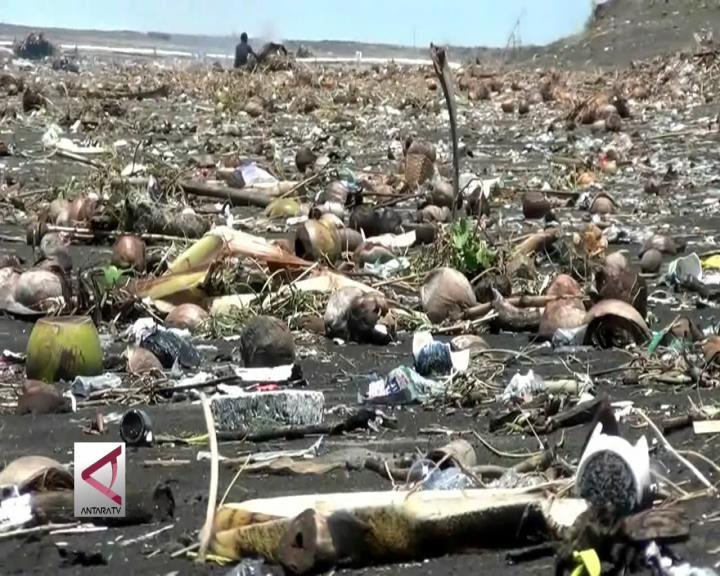 Kendalikan Sampah Plastik untuk Kesehatan Ikan