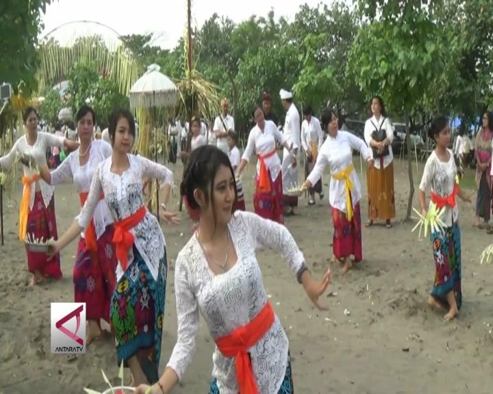 Ribuan Umat Hindu Banten Ikuti Upacara Melasti