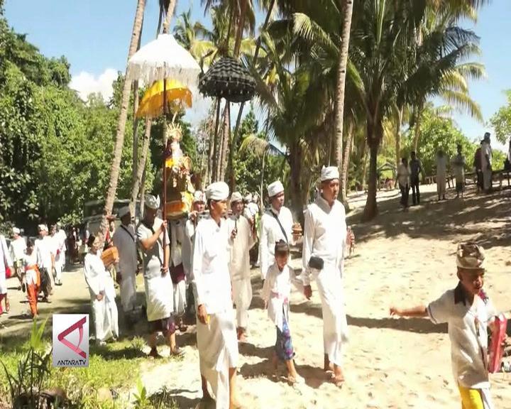 Umat Hindu Papua Lakukan Ritual Melasti