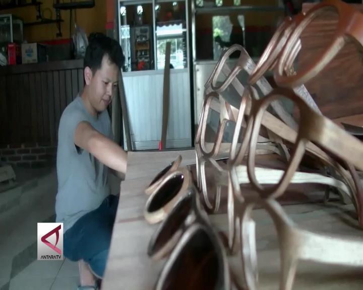 Melirik Produksi Kacamata dari Kayu