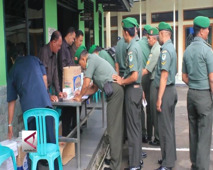 Ratusan Anggota TNI dan PNS Jalani Pemerisaan Urine