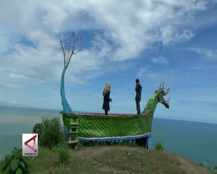 Menikmati Samudra Hindia di Pantai Patemon