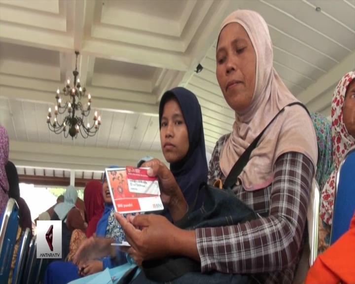 Mensos Salurkan Bantuan Nontunai PKH di Sleman