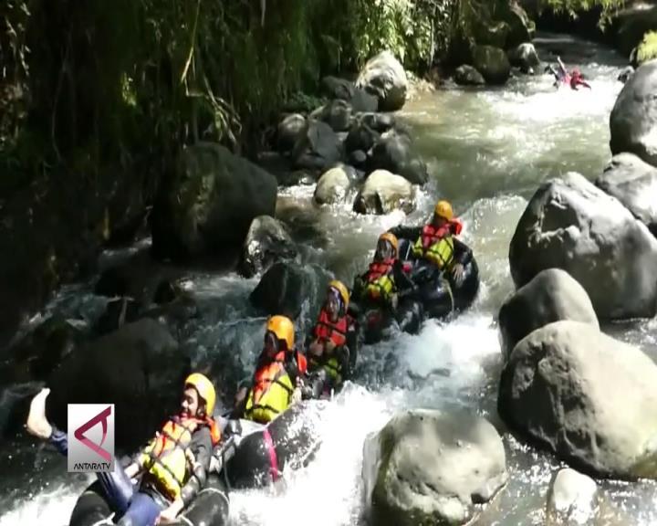 Menikmati Derasnya Sungai di Klaten dengan River Tubing