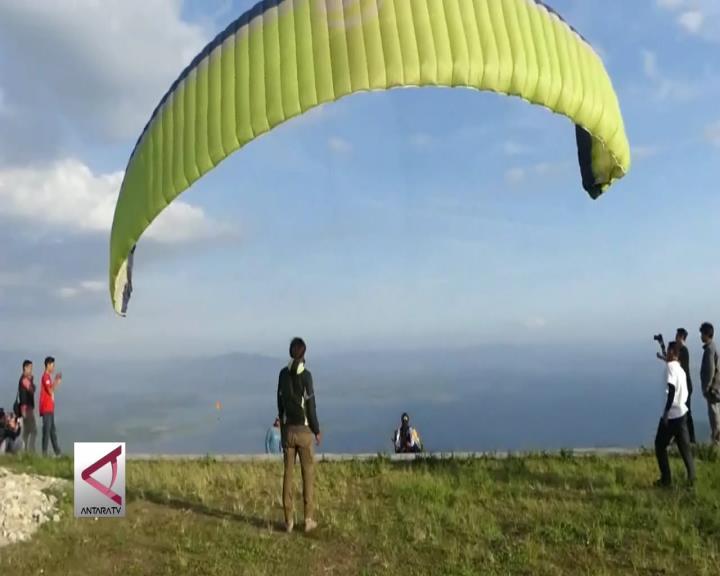Sensasi Terbang Paralayang di Wonogiri