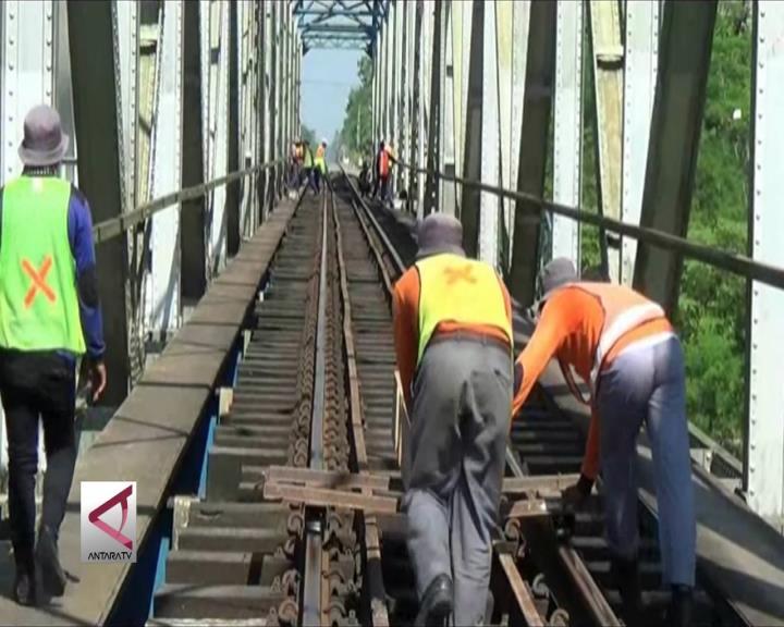 Bantalan Rel Kereta Api di Yogyakarta Mulai Diganti