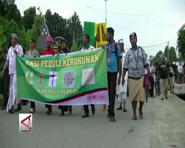 Warga Papua Gelar Kirab Peduli Kerukunan