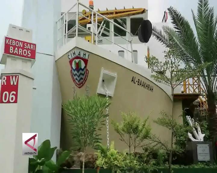 Masjid Al-Baakhirah Bak Kapal Laut Berlabuh