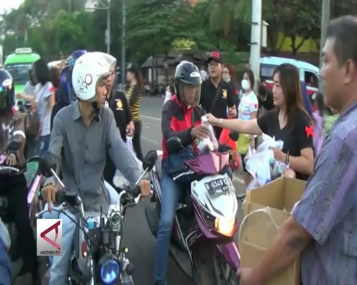 Komunitas Etnis Tionghoa Tangerang Berbagi Takjil Gratis