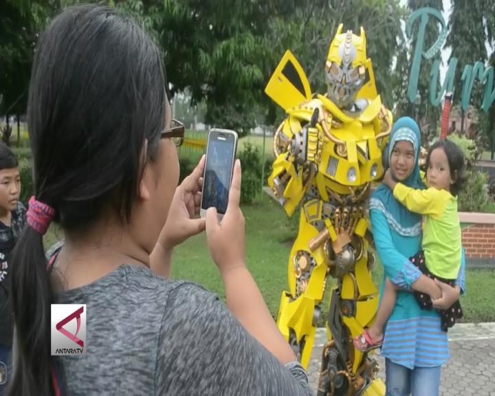 Robot Transformer Jadi Spot Foto Ngabuburit
