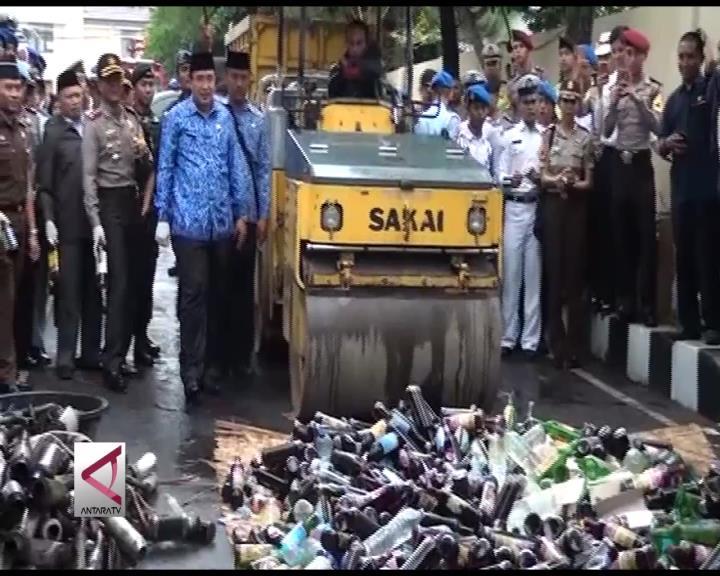 Polresta Tasikmalaya Musnahkan Ribuan Miras dan Petasan