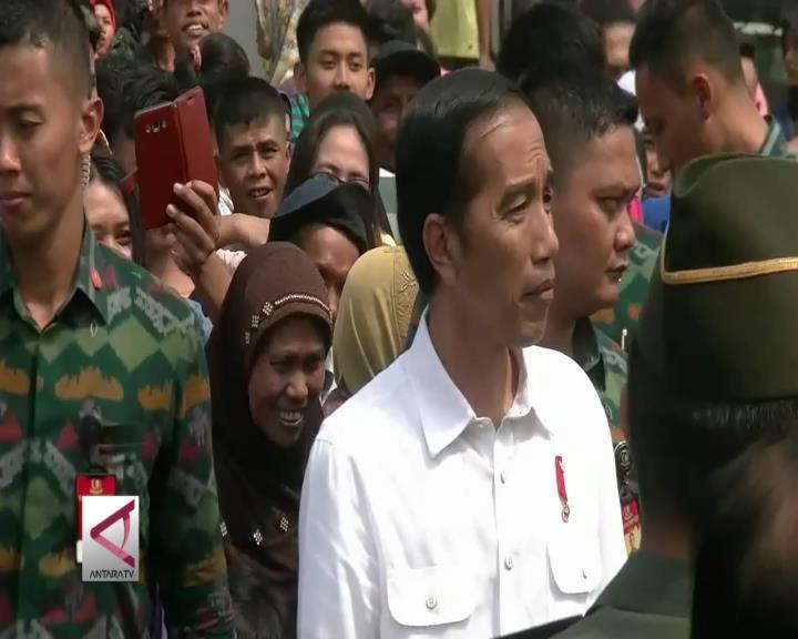 Presiden Bagikan Bahan Pangan, Warga Sukabumi Heboh