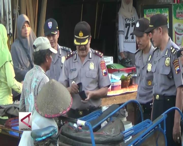 Razia Polisi Untuk Tukang Becak Berdompet Kosong