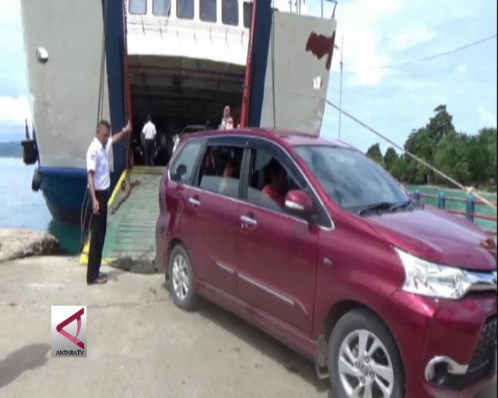 H-2 Kendaraan  Padati  Pelabuhan Penyebrangan  Maluku