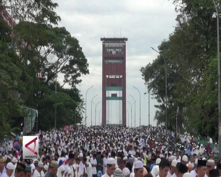 Jembatan Ampera Dipadati Jamaah Sholat Ied