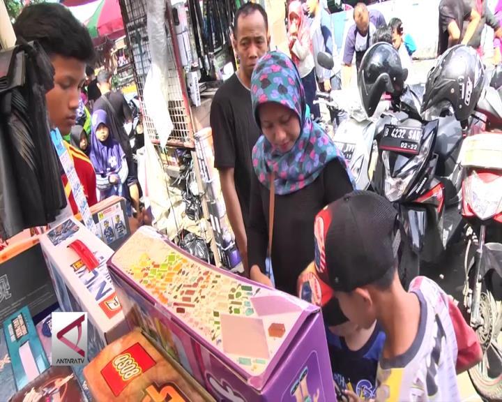 Isi Libur Lebaran dengan Belanja Mainan