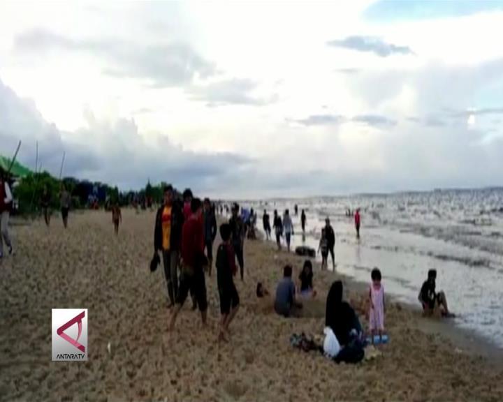Pantai Ujung Pandaran dipadati Ribuan Wisatawan