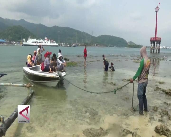 Ojek Perahu Hidupkan Pariwisata di Pulau Merak