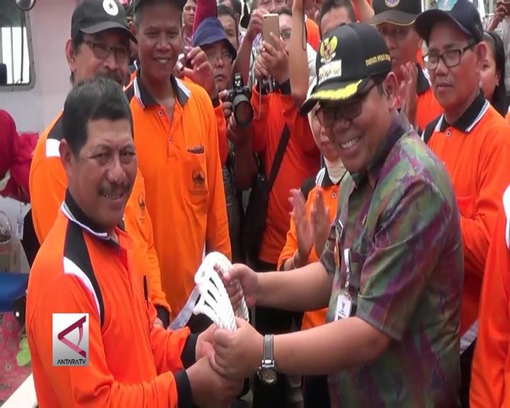 100 Nelayan Pekalongan Dapat Bantuan Kapal Pengganti Cantrang