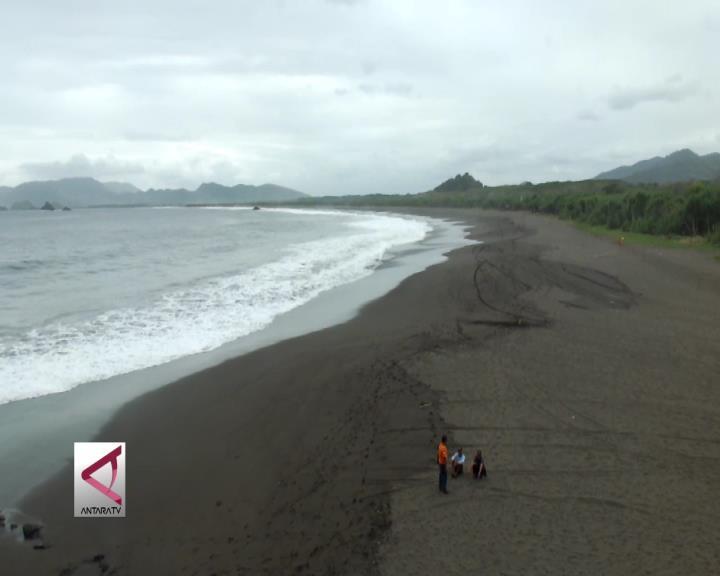 Pesona Pantai Canga'an yang Masih Asri