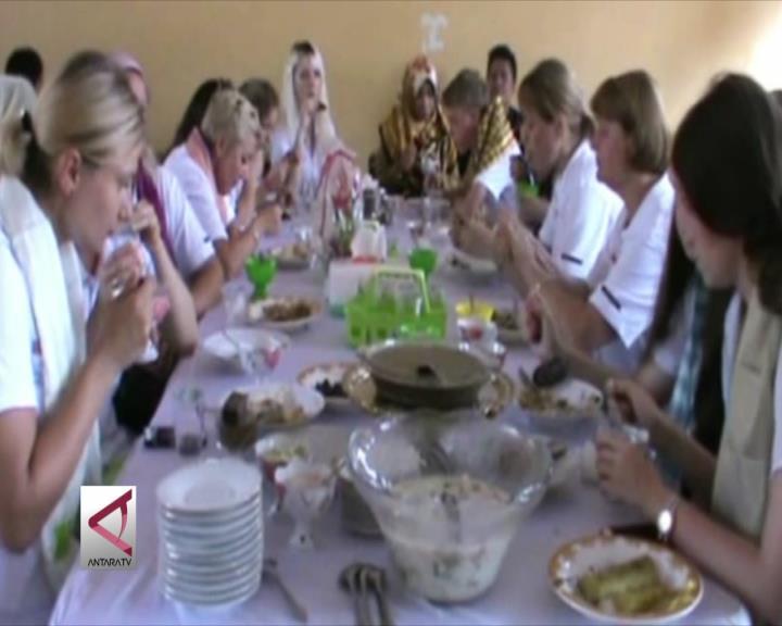 Pemuda Rusia Pelajari Budaya Sultra
