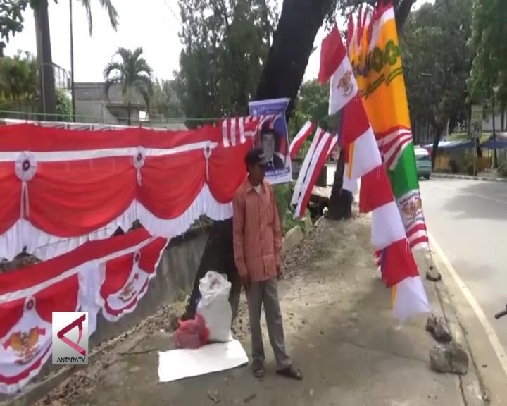 Penjual Bendera Ramaikan Jalan Protokol Kendari