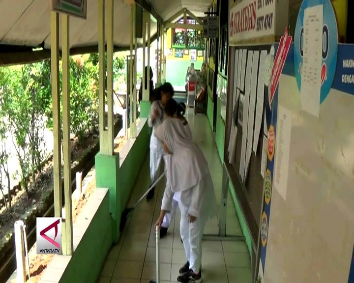 Lima Sekolah di Tangerang Raih Piala Adiwiyata