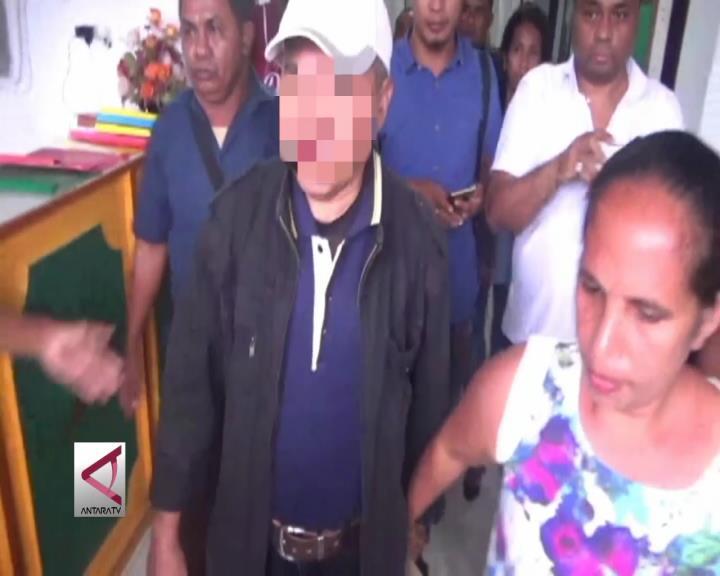 Kepala Desa dan Sekretaris Desa Oma ditahan