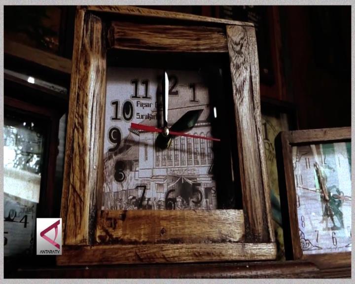 Jam Dinding dari Limbah Kayu Jati