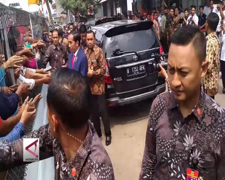 Ribuan Warga Sukabumi Sambut Kedatangan Presiden Jokowi