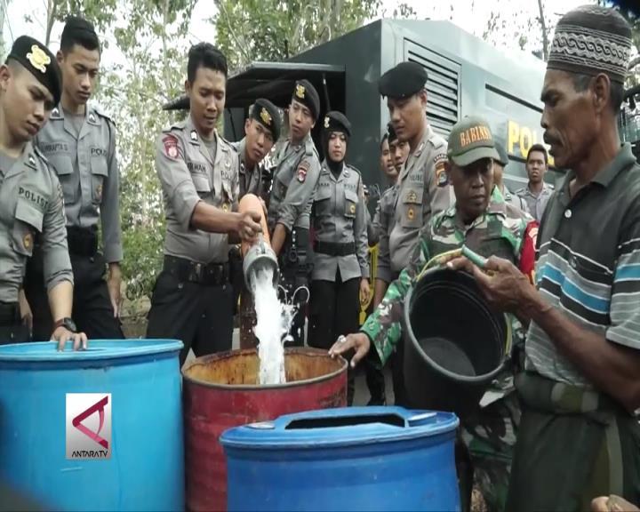 Sabhara NTB Salurkan Air Bersih Untuk Warga