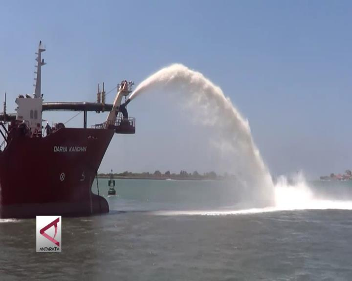Menko Maritim Resmikan Sandbreaking Benoa Toursm Port