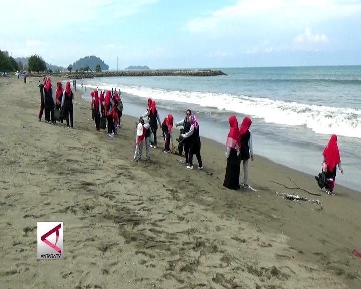 Aksi Bersih Pantai Tenaga Pendidik