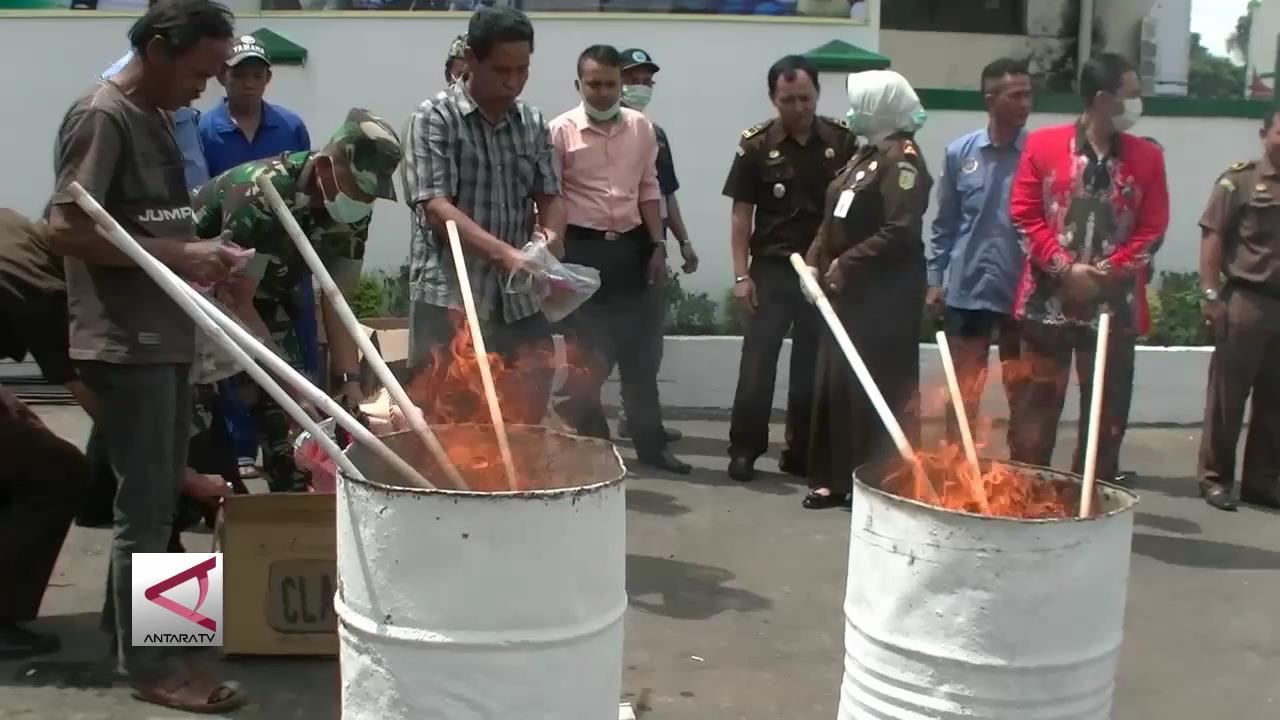 Kejari Kota Sukabumi Musnahkan Barbuk  Hasil Kejahatan