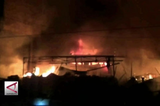 Puluhan Kios di Pasar Tradisional Ciruas Terbakar