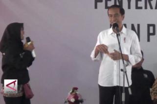 Presiden bagikan bantuan PKH dan KIP di Palembang