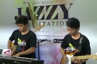 Sajian  musik jazz di Stasiun Malang