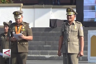Walikota Pangkal Pinang serahkan Pataka dan Amanat
