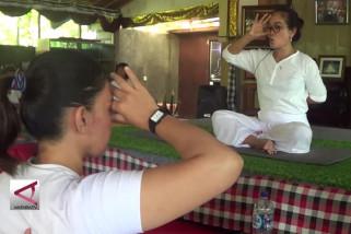 Lawan kanker dengan senam yoga