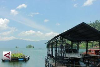 Upaya kompleks untuk selamatkan Danau Maninjau