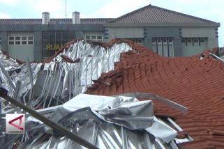 TNI AL selidiki ambruknya bangunan RSAL