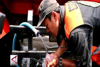 Basarnas suplai air bersih ke korban banjir di Bandung